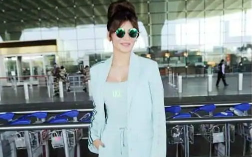Urvashi Rautela makes the airport her personal runway, check out her hot sport suitUrvashi Rautela makes the airport her personal runway, check out her hot sport suit