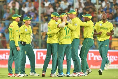 Domestic cricket in SA halted following 'second wave' of Covid-19
