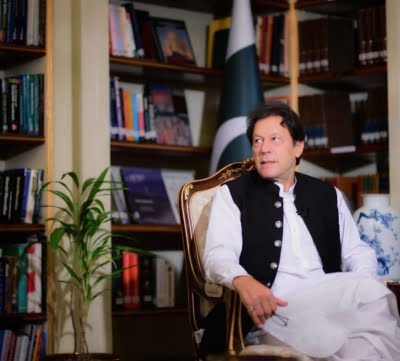 Imran discusses Covid-19, climate change with Prince Charles