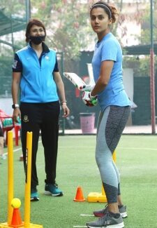 Taapsee Pannu practicing to be Mithali Raj