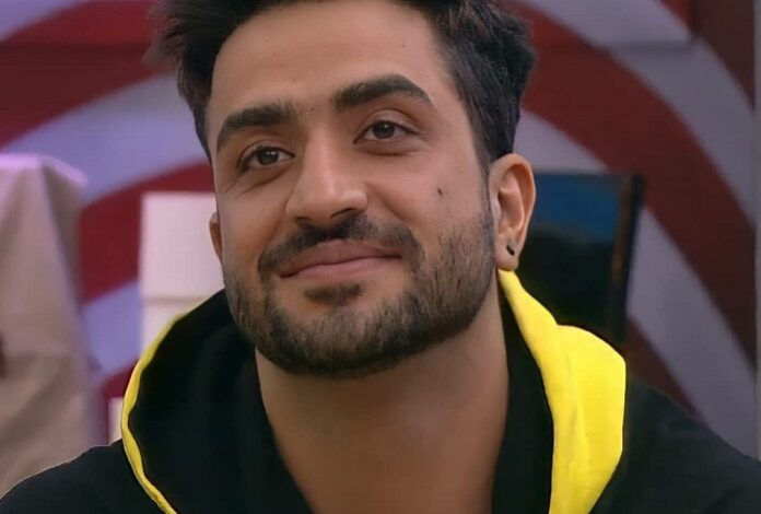 Aly Goni gives a tough fight to the opposite team in 'College Rivalry' task