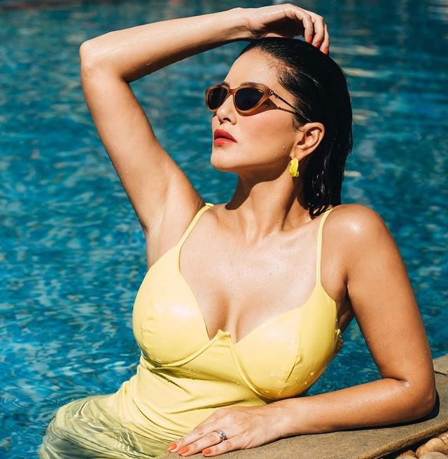 Sunny Leone's Monday Distraction