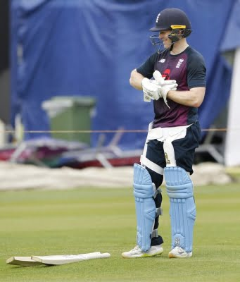 1st T20I: England win toss, elect to field