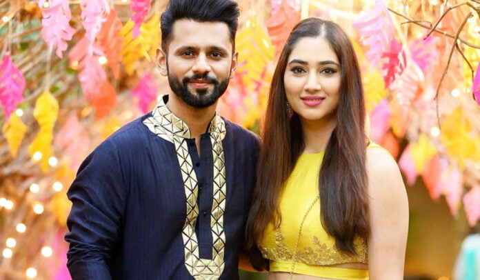 Rahul Vaidya and Disha Parmar's cute loved up picture in traditional outfits
