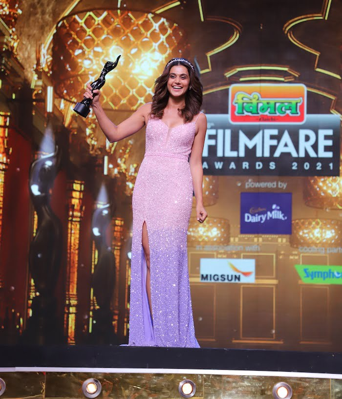 Taapsee Pannu wins the award for the Best Actress for Thappad at the 66th Vimal Elaichi Filmfare Awards 2021
