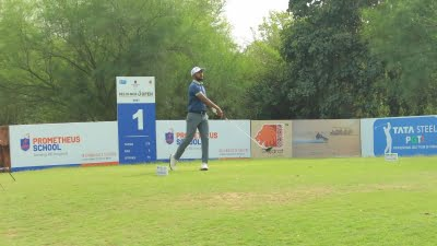 Defending champion Chikkarangappa rises to top with a 65