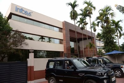 Infosys to buy back shares again soon (Lead)