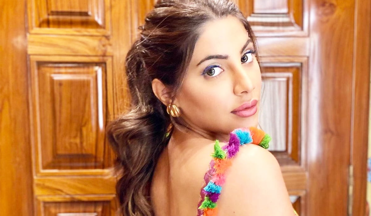 Nikki Tamboli flaunts her backless picture