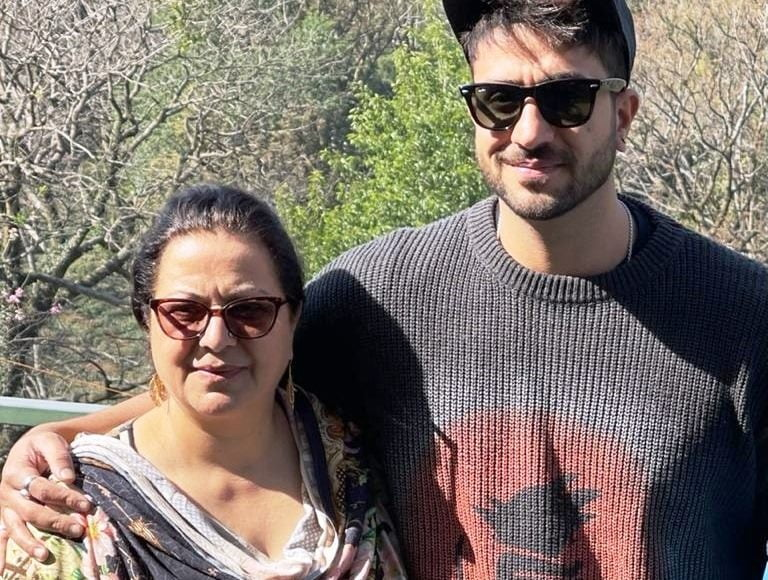 What is Aly Goni's 'only gift' for mom on Mother's Day?