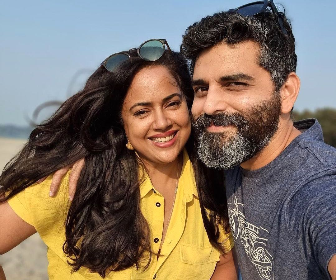 Sameera Reddy's 'exhausted parents selfie', says 'stronger together'