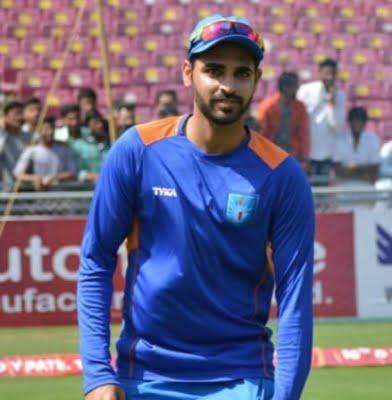 Focus back on Bhuvi as India fail to make early breakthroughs