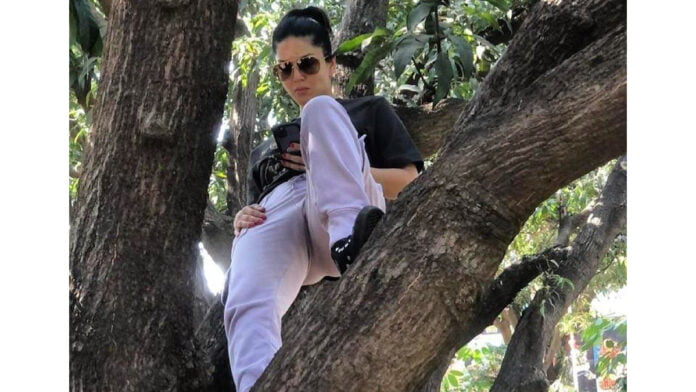 When Sunny Leone was literally left dangling!