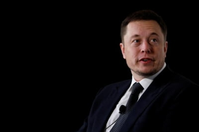 Musk buys a $250K ticket to ride on Branson's space flight