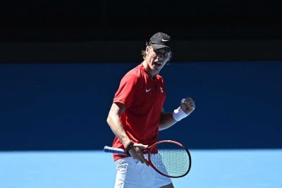 Shapovalov gets better of Murray, secures 4th-round spot
