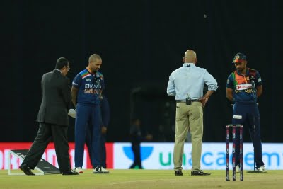 3rd T20I: India elect to bat, bring in Warrier for Saini