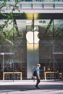Apple sees blockbuster sales in Q2 as chip shortage hits vendors