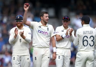 Anderson's grip helps Robinson shine with five-fer