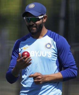 Kohli forced to bowl Jadeja in unhelpful conditions