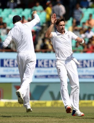 Woakes returns to England squad, Buttler to miss fourth Test