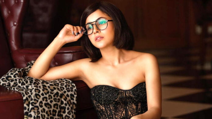 Shehnaaz Gill goes bold and beautiful... checkout