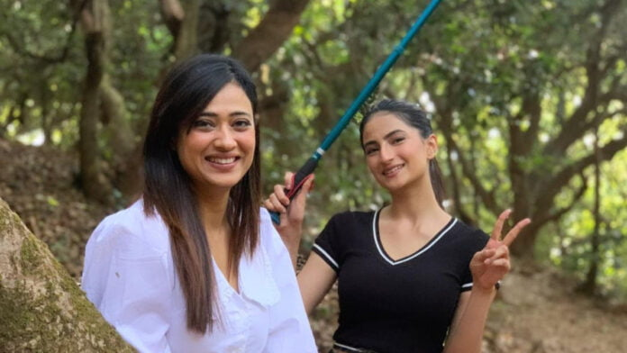 Popular television actress Shweta Tiwari feels her daughter Palak, who is all set to make her debut in Bollywood with the horror film 'Rosie: The Saffron Chapter', is a better actor than her.