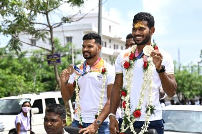 Rousing welcome given to Odisha hockey stars in home district