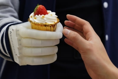 Novel inflatable robotic hand will give amputees tactile control