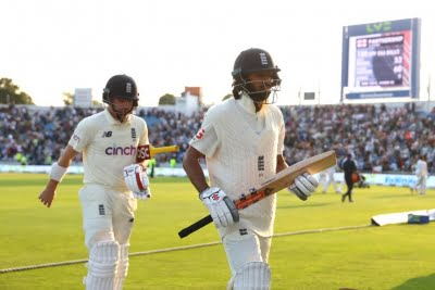 England won as they played the new ball better than India: Boycott