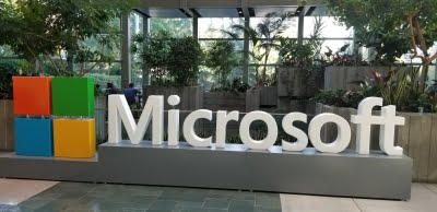 Microsoft abandons plan to reopen US offices amid Covid worries