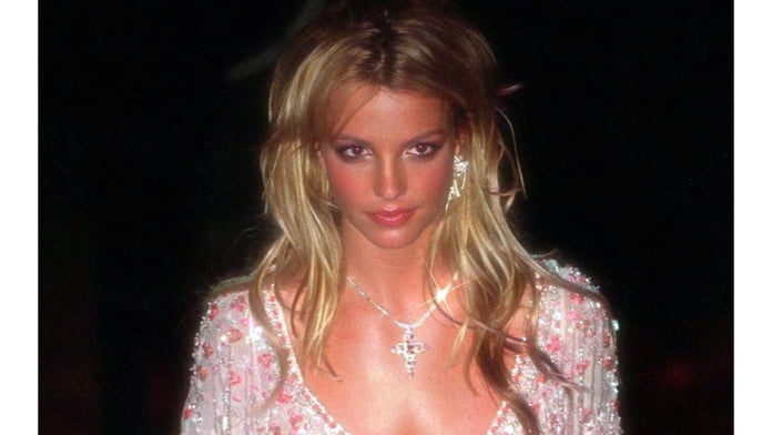 Britney Spears returns after 6 days of deactivation, 'couldn't stay away'