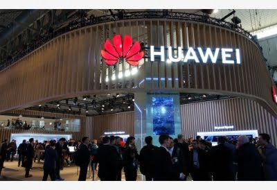 Huawei working on smartphones with rollable display